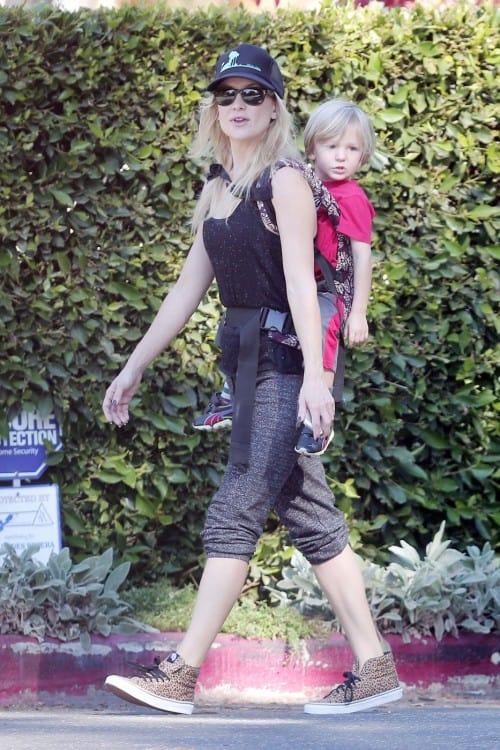 Kate Hudson trekking with son