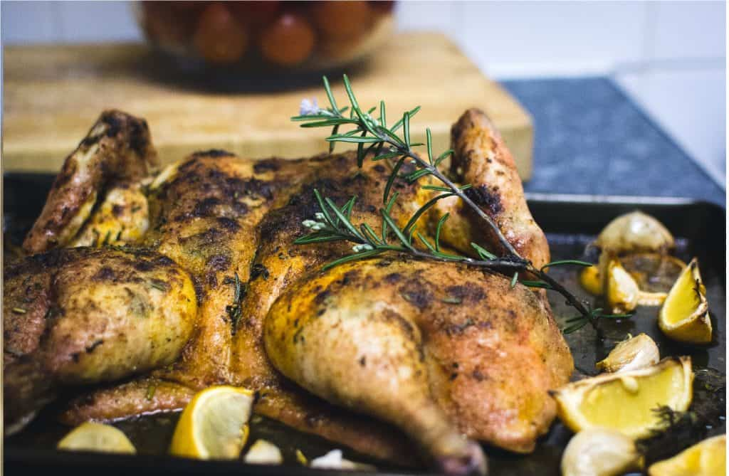 a grilled chicken with lemons